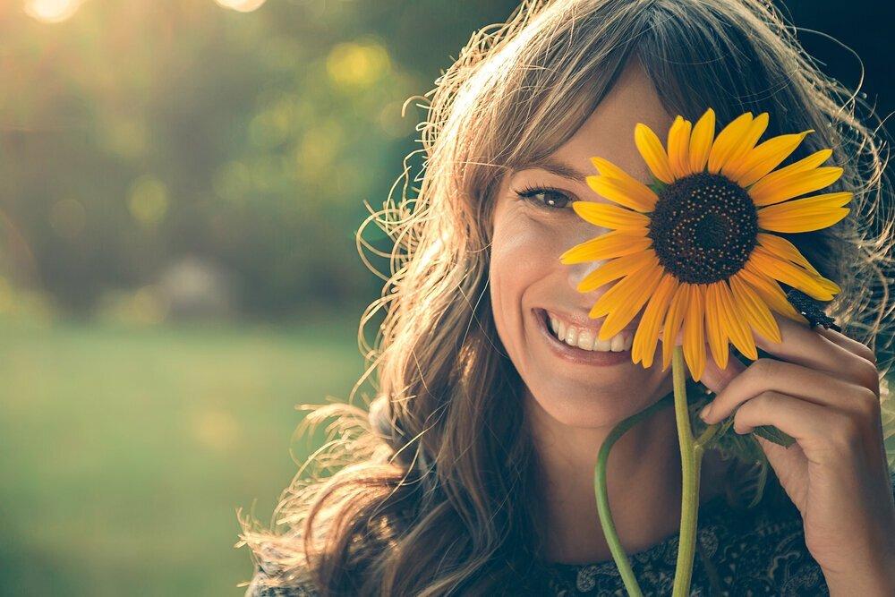 日焼け止めの後はフェイスパウダーがおすすめの理由。塗る順番とコツを紹介 - Her ELEGANCE