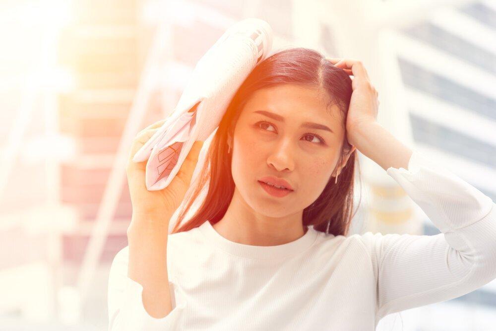 【皮膚科医監修】うっかり日焼けが肌荒れの原因に。押さえておきたい大人の肌を守るボディの日焼けケア - Her ELEGANCE