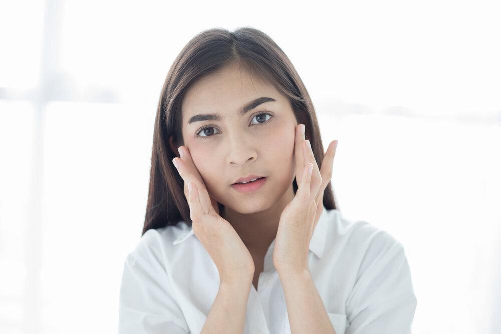 化粧水がしみるのは「ゆらぎ肌」が原因?対処法やおすすめの商品を紹介 - Her ELEGANCE
