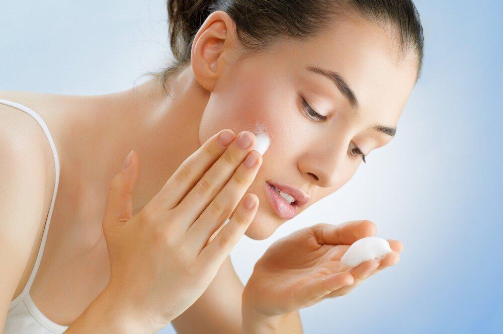 皮膚科医が教える正しい洗顔の仕方とは。年齢・肌質・季節別に詳しくご紹介 - Her ELEGANCE