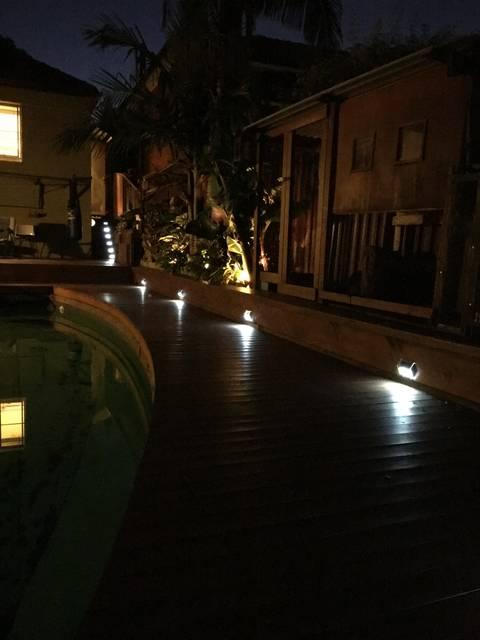 庭やステップをを電気代を掛けずに明るく照らすソーラーライトを設置!