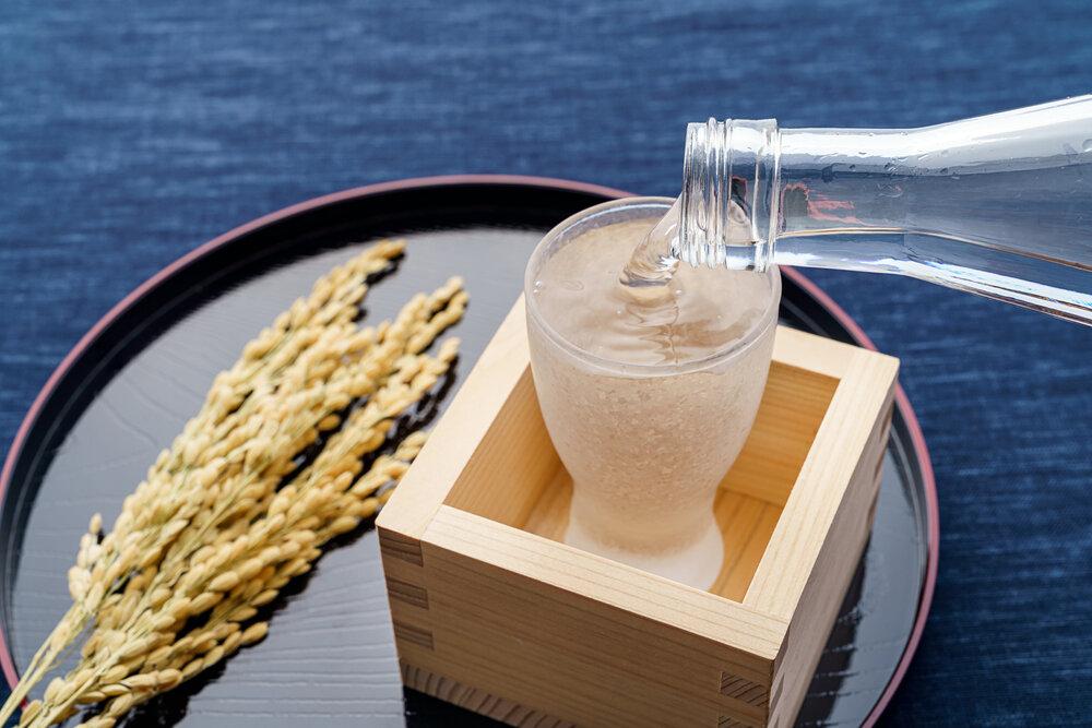 粋な飲み方「もっきり」とは?言葉の語源と飲み方を紹介