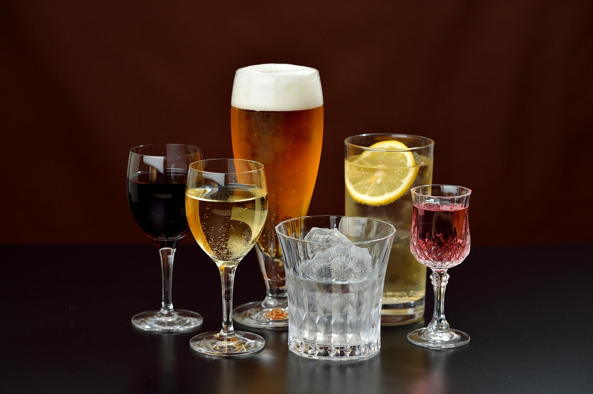 日本酒はワインと同じ醸造酒。蒸留酒や、その他のお酒との違いについても紹介
