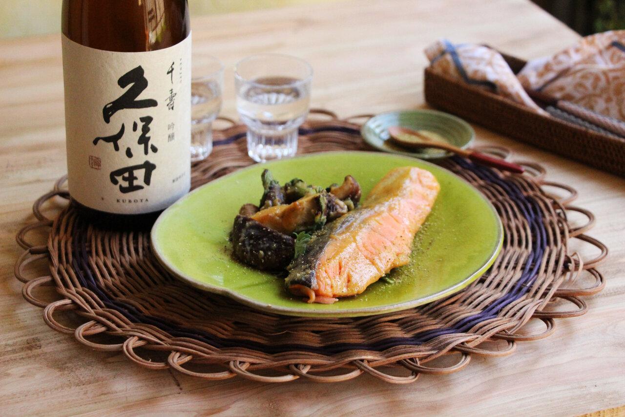 日本酒をもっと楽しむおつまみレシピ|秋鮭としいたけの山椒味噌焼き