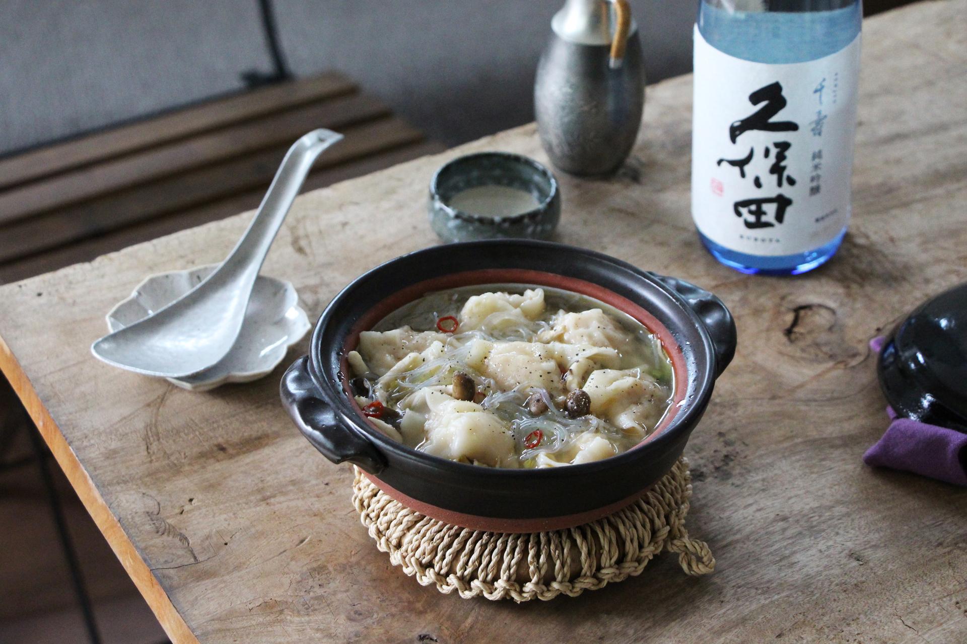 日本酒をもっと楽しむおつまみレシピ|海鮮水餃子鍋