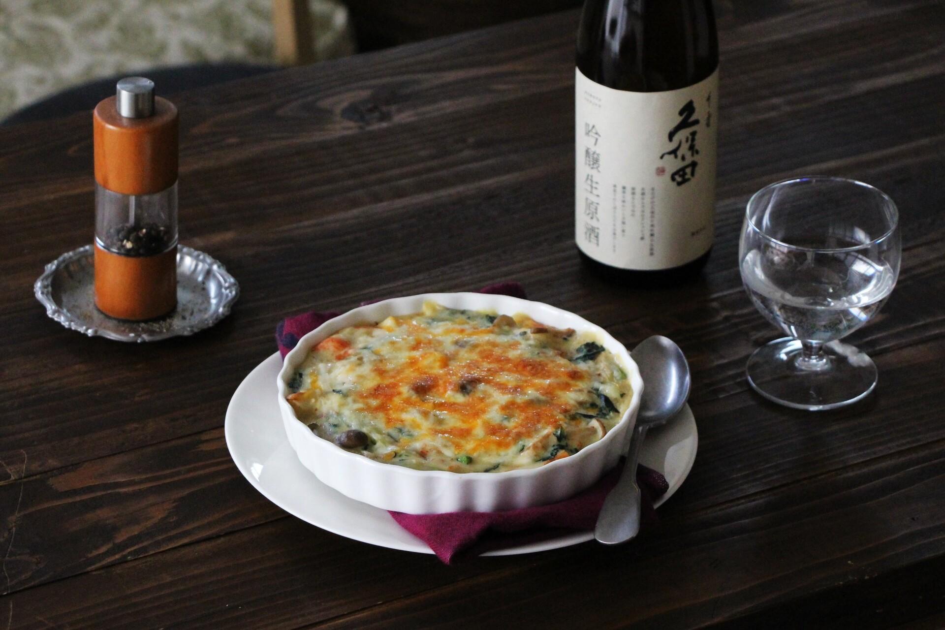日本酒をもっと楽しむおつまみレシピ|たら・春菊・かにかまの豆乳グラタン