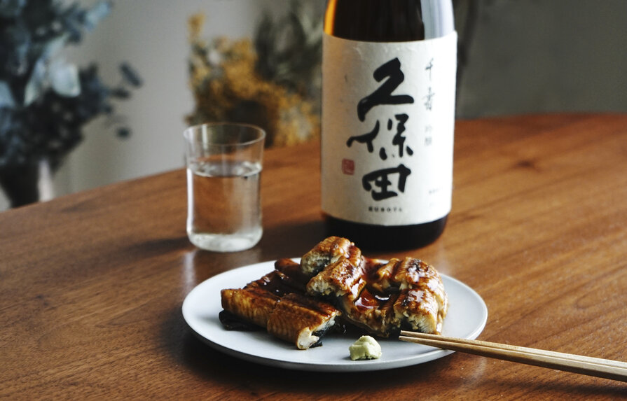 うなぎの蒲焼と日本酒