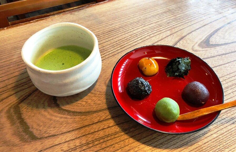 5色だんごと抹茶のセット