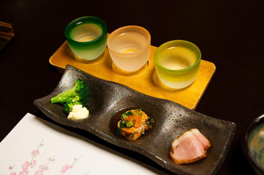日本酒飲み比べセットとおつまみセット