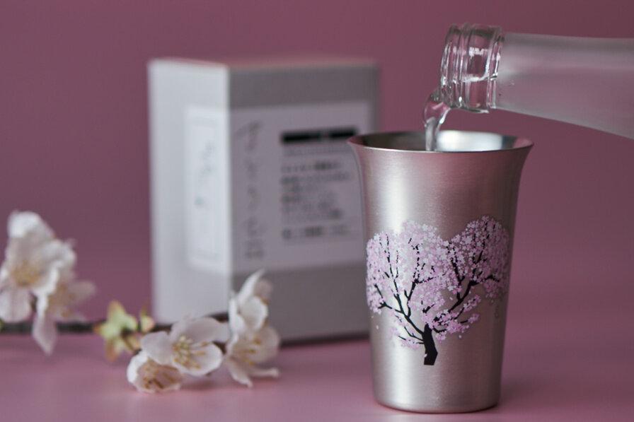 まどろむ酒器桜に注がれる酒