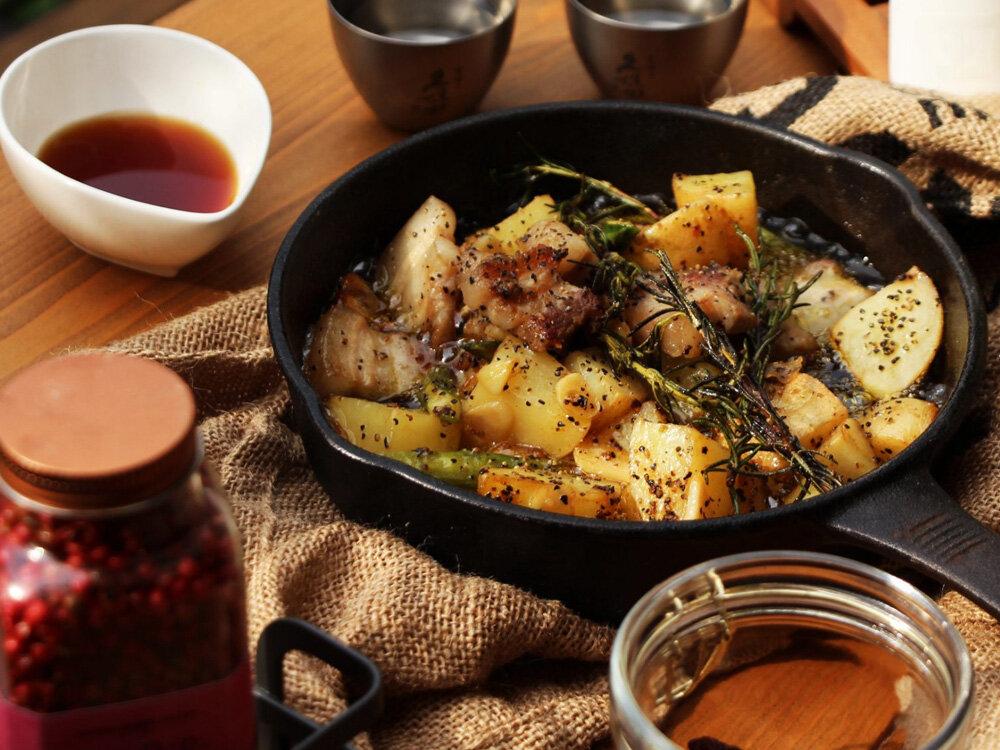 豚バラ肉と新じゃがのガーリックオイル煮