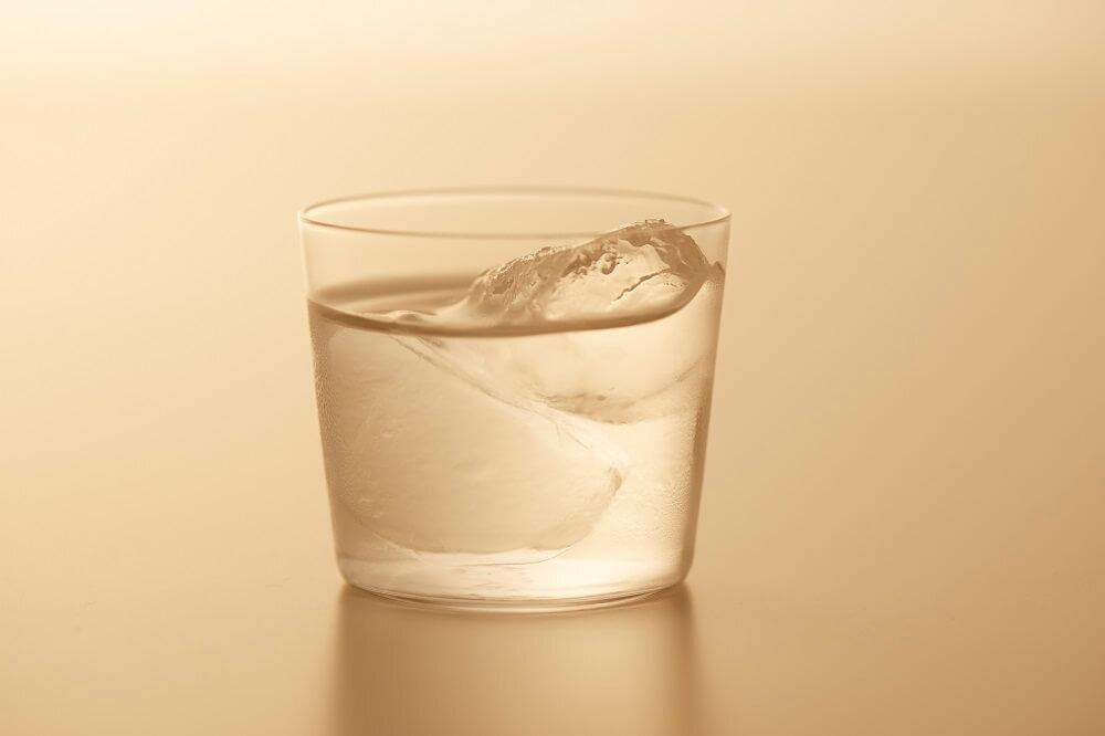 日本酒が注がれたグラス