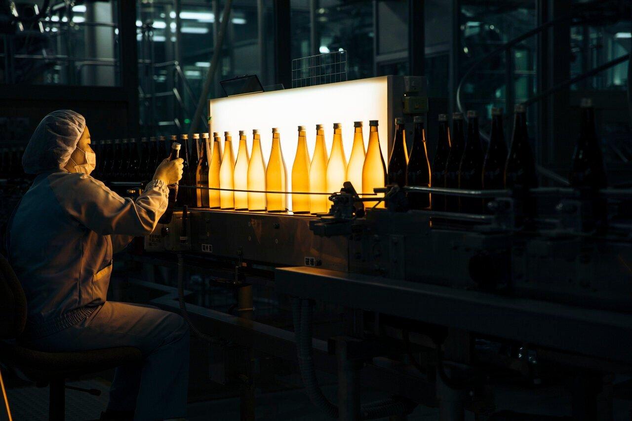日本酒の造り方を解説!安全安心な製品を皆様に瓶詰めしてお届けする「ボトリング」 - KUBOTAYA