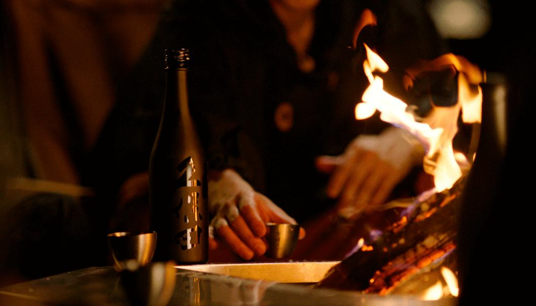 焚き火を囲んで飲む日本酒を造りたい─ 朝日酒造とスノーピークがアウトドアで楽しむ「久保田 雪峰」に込めた想い - KUBOTAYA