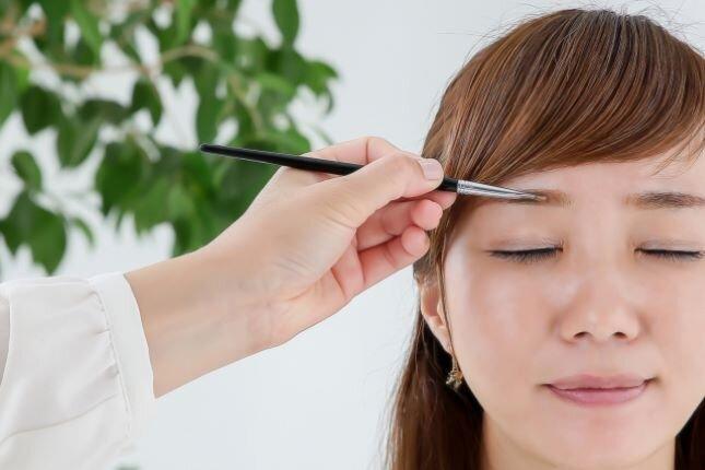 美容師免許を活かした仕事。アイブロウリストって?