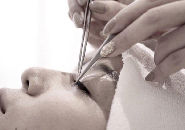 美容師免許を活かした仕事。アイリストって?