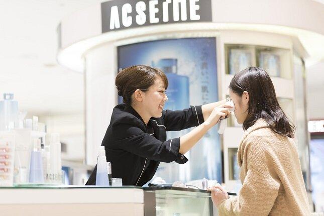 店舗では、職場や販売員の雰囲気や仕事の流れもよくわかります