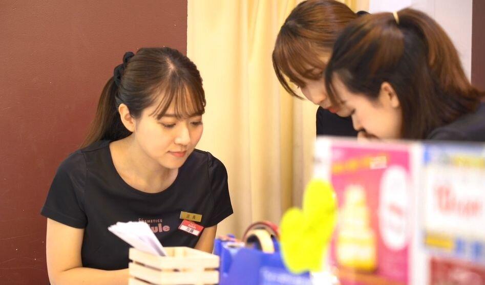 日本初のアウトレットコスメ専門店セルレで働く先輩社員