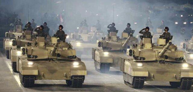 兵士を乗せる「M1エイブラムス風」戦車