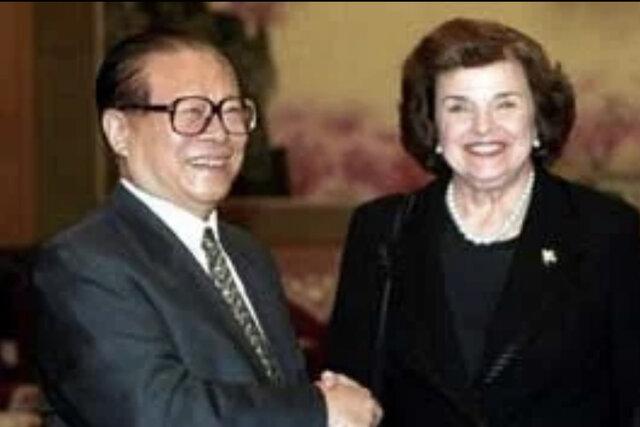 1997年に江沢民と面会するファインスタイン