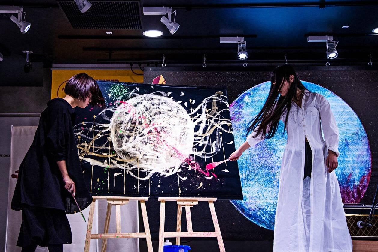 コラボパフォーマンスが大絶賛!!シンガーソングライター中村月子、新鋭日本画家丁子紅子との初のコラボアート展開催に先駆け、タワーレコード渋谷店でプレイベントを開催!!