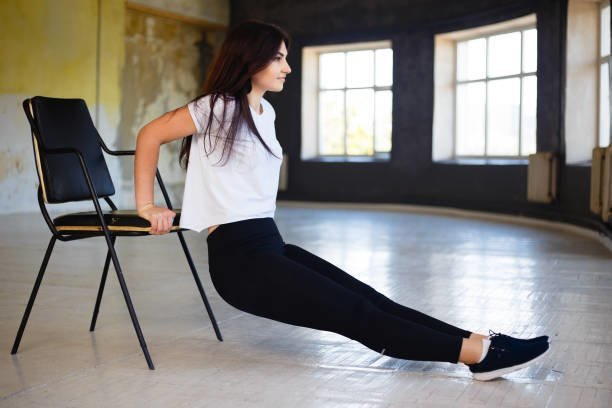 自宅でできるイスを使った筋トレ法|全身の効率的な鍛え方