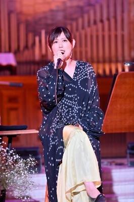 絢香、オンライン生配信ライブ『ONLINE LIVE~空のプレイリストを歌う夜~』!教会に響き渡ったプレミアムライブ、アーカイブ配信開始!!