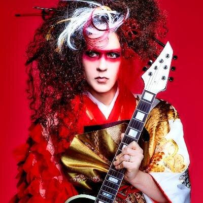 世界的ギタリスト、マーティ・フリードマンが超実力派歌い手「+α/あるふぁきゅん。」とコラボした最新MVを公開!