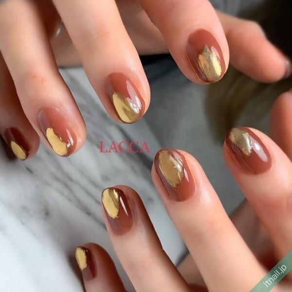 洗練された秋ネイルなら『ゴールドミラーネイル』がおすすめ♡
