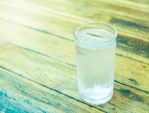 美容にも健康にも良いのはナゼ?オトナ女子が「お水」をたくさん飲むべき理由