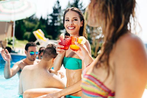 """夏は痩せやすいと思っている人いませんか?実はコレ、単なる思いこみ。あなたを""""太りやすい体質に変える""""夏に要注意!"""