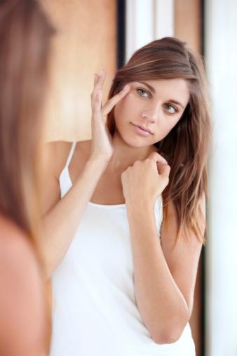 夏の肌へのダメージを無かった事にしたい、、、スキンケアにプラスでシミくすみの原因解消してくれる方法とは??