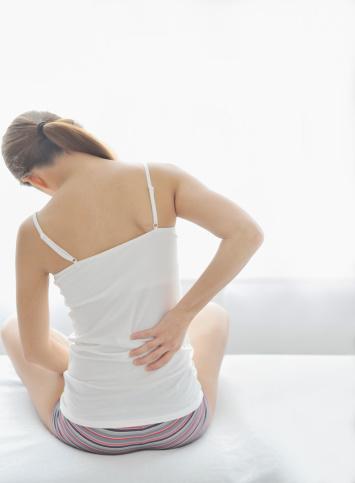 ヨガで腰痛解消に効果のあるポーズはコレ!