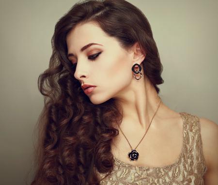 雰囲気美人は愛される♡なんだか気になる彼女の特徴や魅力は何?