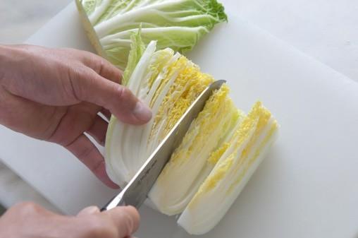 今が旬の白菜。ザックザックと切って、そのみずみずしさと...