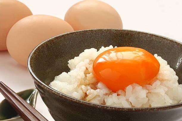 熱々ご飯に卵とお醤油かけて~
