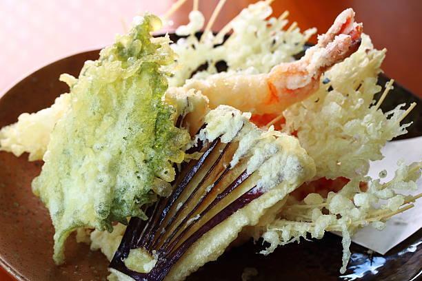 野菜や魚介など、素材の味を生かしてカラッと揚がった天ぷ...