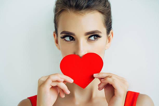 美しい人工心臓を抱える少女