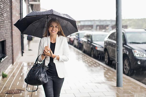梅雨時の湿気から大切な衣類を守る方法!?