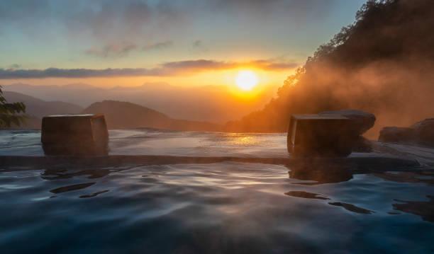 日本の温泉の日の出、やり温泉、白馬、日本