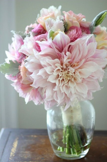 dahlia arrangement - Google Search (18210)