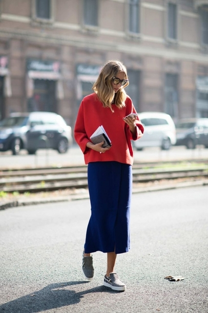 Street-Style Awards: The 22 Best-Dressed People From MFW, Part 3 | 赤、スカート、スニーカー (18488)