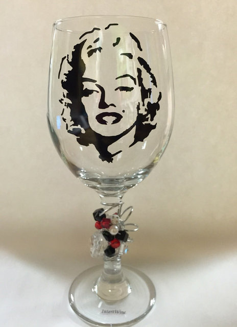 Marilyn Monroe Wine Glass Marilyn Monroe by IntertWineDrinkware (21196)