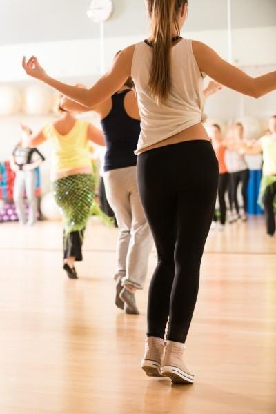 全身を同時に動かす動きが多いので、体のほぼすべての筋肉...
