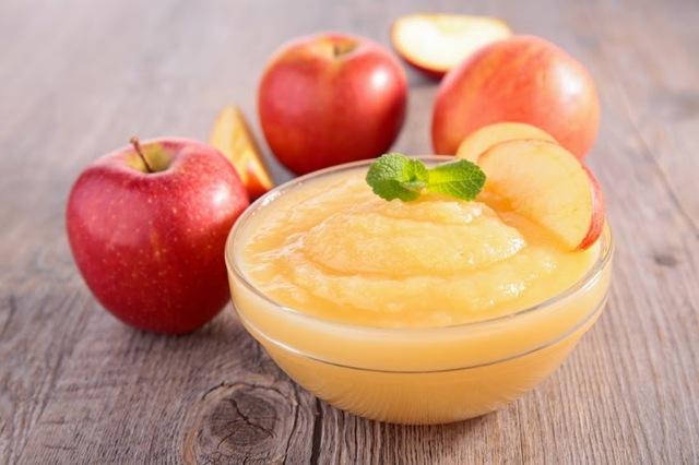 アップルソースはデザート素材として、パンケーキやアイス...