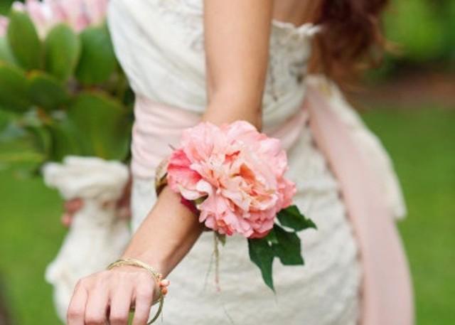 グローブはもう古い?!今どき花嫁はお花のリストレットで可愛さも香りも楽しんでます♡ | marry[マリー] (33223)