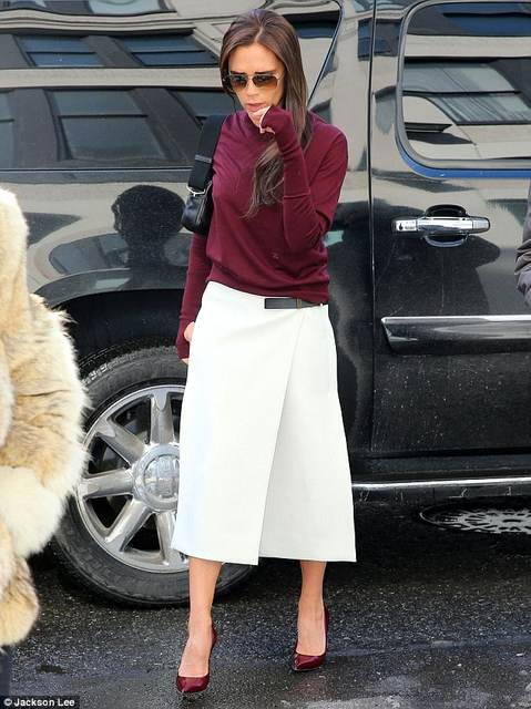Victoria Beckham continues her triumphant stint at New Work Fashion Week   Daily Mail Online (37796)