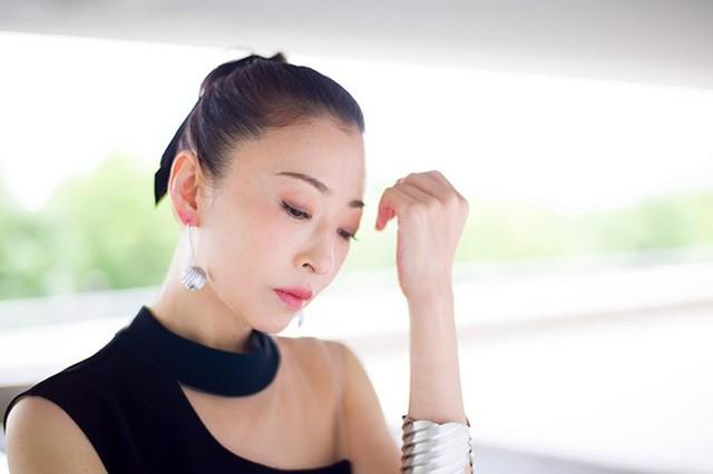 話題の舞台に出演する松雪泰子さん。その輝きの秘密とは? (46135)