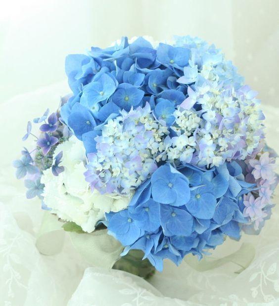 ブーケ クラッチ 青いあじさいを束ねる : 一会 ウエディングの花  (47873)