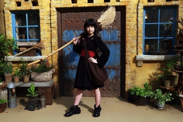 More New Images From Shimizu's Live Action KIKI'S DELIVERY SERVICE (48026)